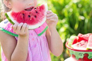 A supporto di chi non potrà portare i figli lontano da casa durante l'estate, ecco un decalogo di cose da fare con i bambini durante l'estate